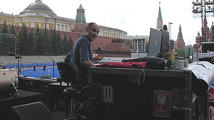 Wickens on stage on Red Square in Moscow (enlarge...)